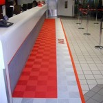 Avis Customer Service Counter: Ribtrax (Racing Red, Pearl Silver, Logo Tile)