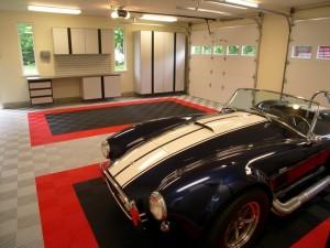 Tri-color Garage - Swisstrax Canada