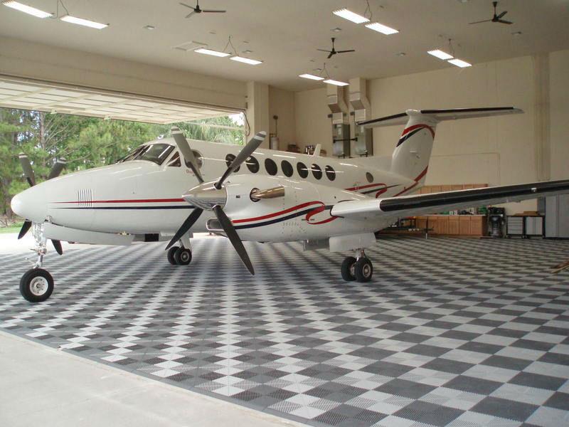 Hangar Flooring L Swisstrax Canada Flooring Tiles