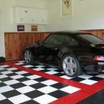 Classic Motorsports Garage: Diamondtrax (Racing Red, Jet Black, Arctic White)